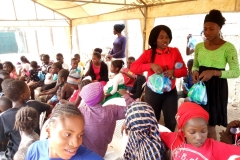 2018 Children Party @ Ungwa Makama-Tahseri staff giving out gifts
